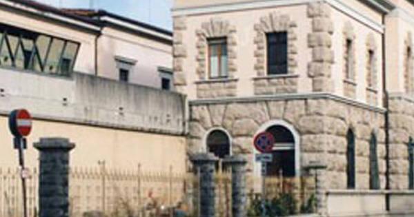Nel carcere di udine si apre la porta della misericordia for Subito it arredamento udine
