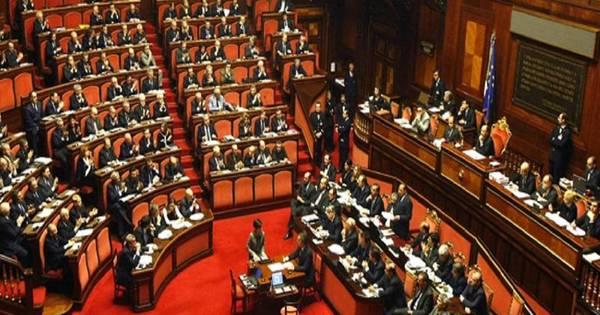 Al voto sulla nuova costituzione cronaca home la for Numero parlamentari italiani